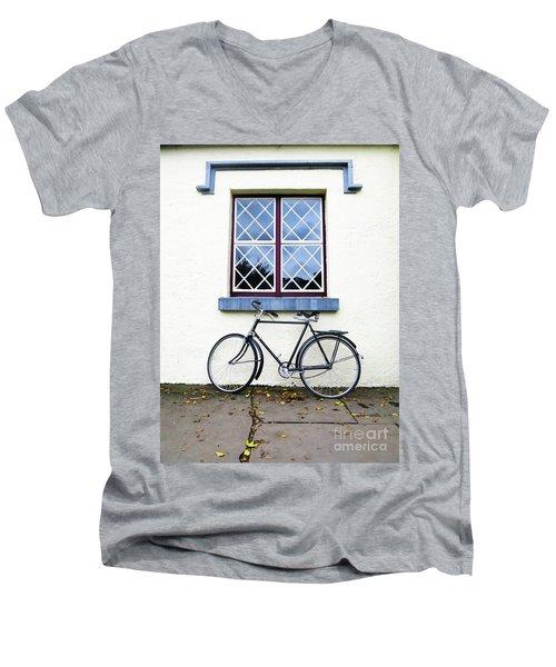 Bunratty Bike Men's V-Neck T-Shirt