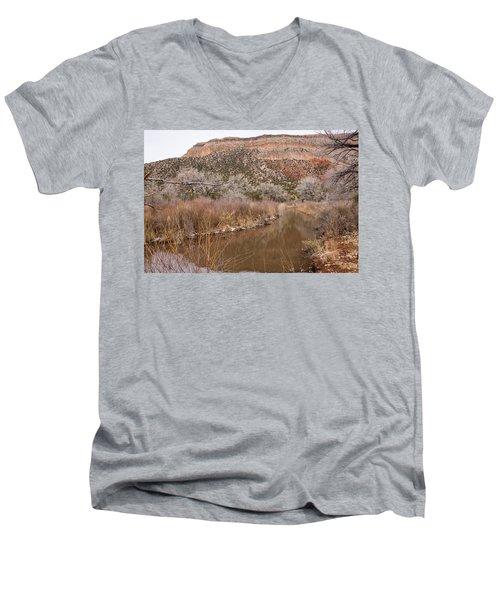 Canyon River Men's V-Neck T-Shirt
