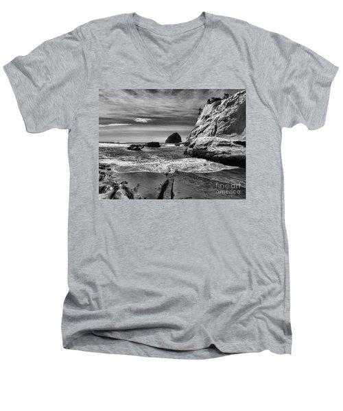 Cape Kiwanda Seascape Men's V-Neck T-Shirt