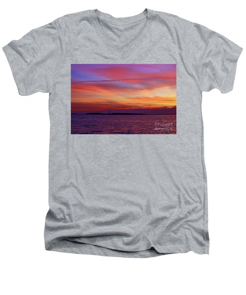Cape Lookout Lighthouse At Sunrise Men's V-Neck T-Shirt