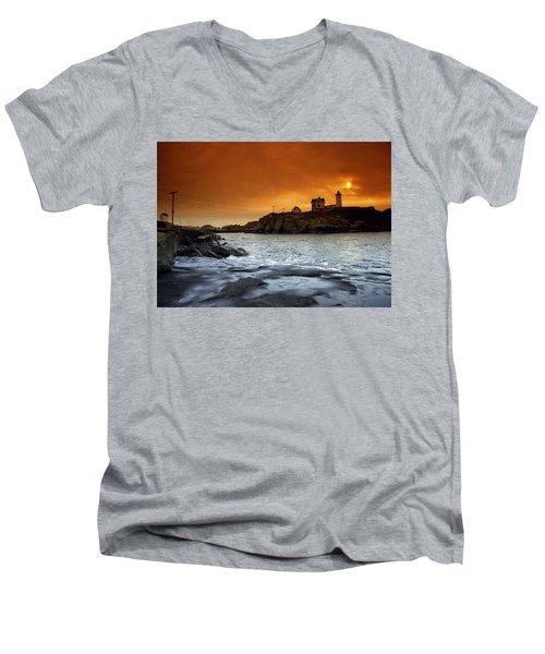 Cape Neddick Lighthouse, Maine, Usa Men's V-Neck T-Shirt