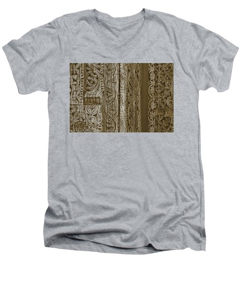 Men's V-Neck T-Shirt featuring the photograph Carving - 2 by Nikolyn McDonald