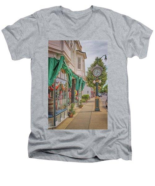 Cedarburg Street Clock Men's V-Neck T-Shirt