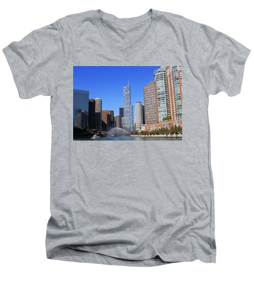 Chicago River Men's V-Neck T-Shirt