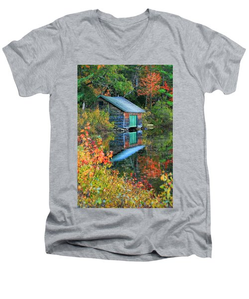 Chocorua Boathouse Men's V-Neck T-Shirt
