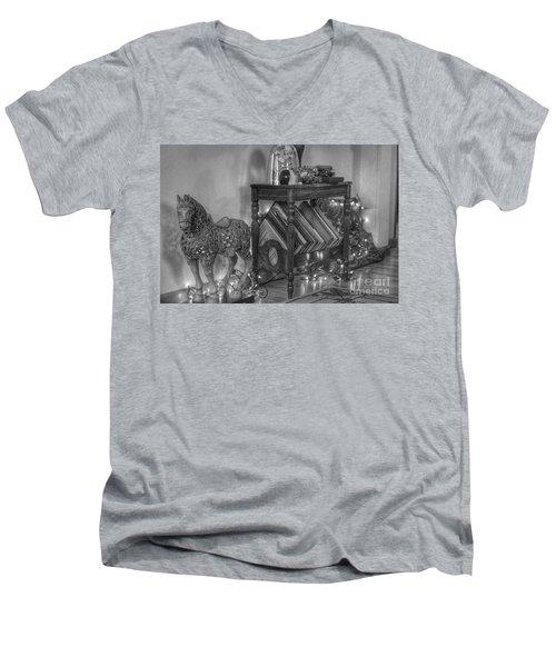 Christmas Horse Men's V-Neck T-Shirt