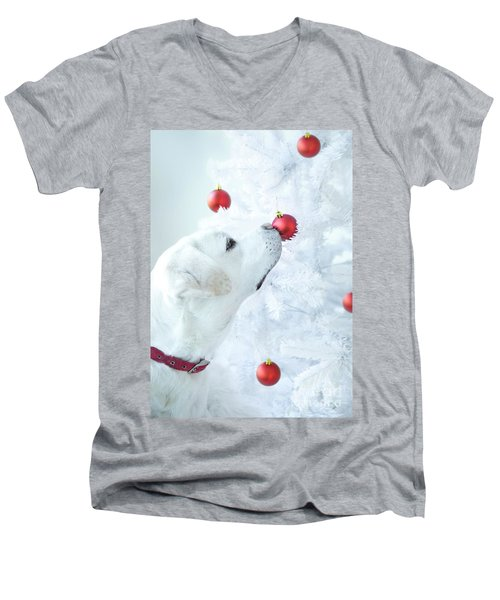 Christmas Lab Men's V-Neck T-Shirt