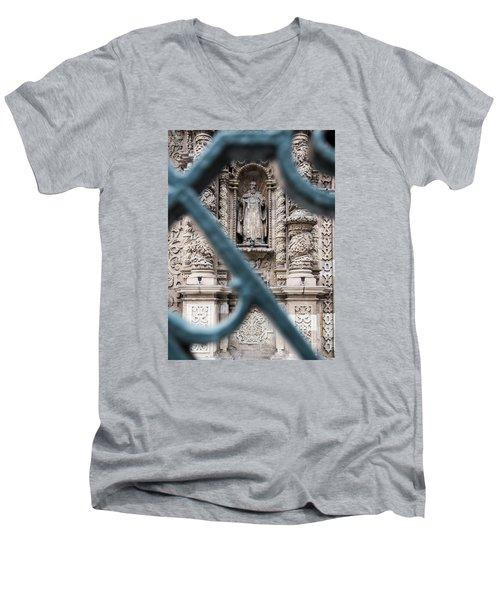 Church In Peru Men's V-Neck T-Shirt