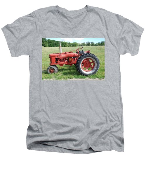 Classic Tractor Men's V-Neck T-Shirt
