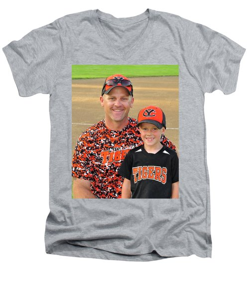 Coach Sodorff And Cody 9739 Men's V-Neck T-Shirt