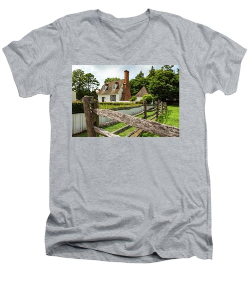 Colonial America House Men's V-Neck T-Shirt