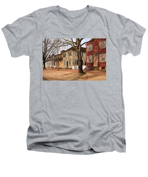 Colonial Street Scene Men's V-Neck T-Shirt