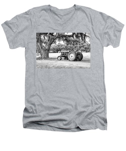 Coosaw - John Deere Parked Men's V-Neck T-Shirt