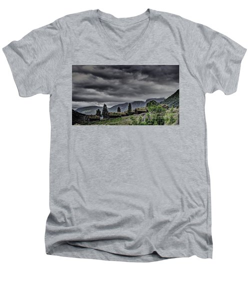 Cottages Men's V-Neck T-Shirt