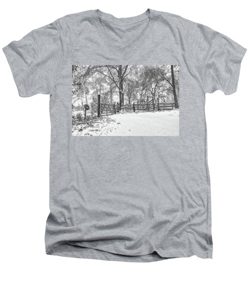 Cow Pen Snow Scene Men's V-Neck T-Shirt