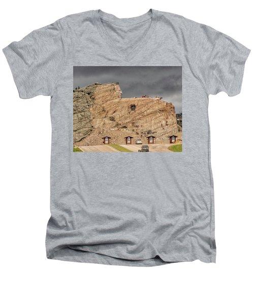 ...entrance Crazy Horse Memorial South Dakota.... Men's V-Neck T-Shirt