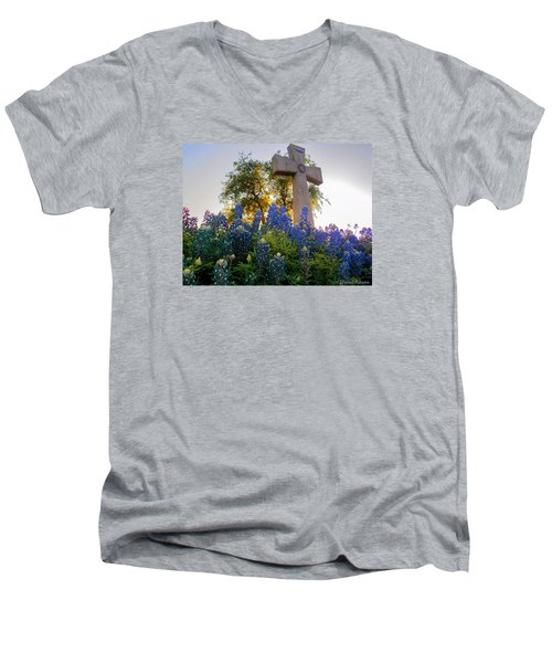 Da225 Cross And Texas Bluebonnets Daniel Adams Men's V-Neck T-Shirt