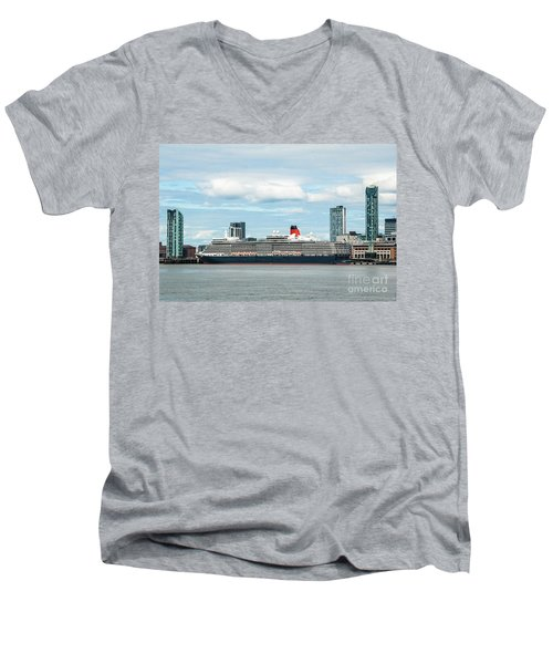 Cunard's Queen Elizabeth At Liverpool Men's V-Neck T-Shirt