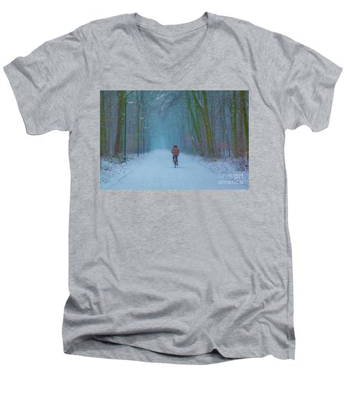 Cycling In The Snow Men's V-Neck T-Shirt