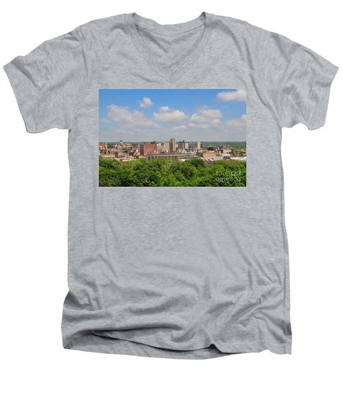 D39u118 Youngstown, Ohio Skyline Photo Men's V-Neck T-Shirt