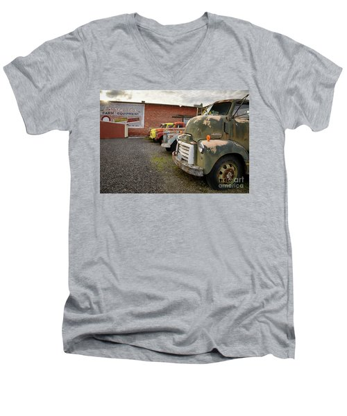 Daves Salvage Men's V-Neck T-Shirt