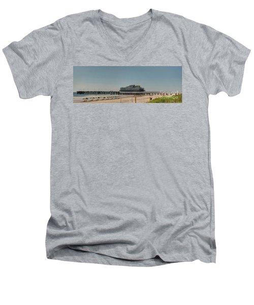 Daytona Beach Pier Pano Men's V-Neck T-Shirt
