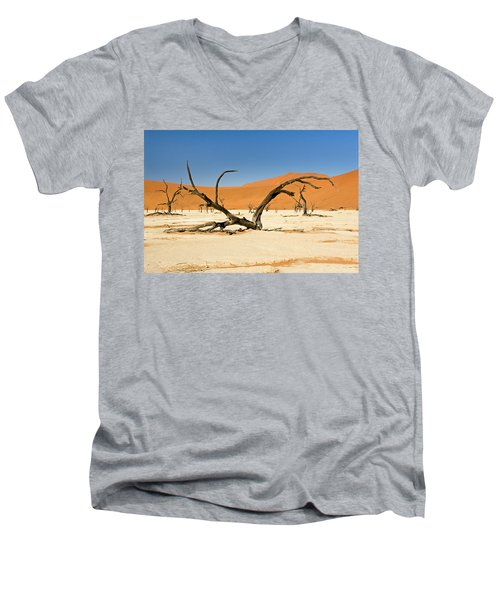 Deadvlei With Tree Men's V-Neck T-Shirt