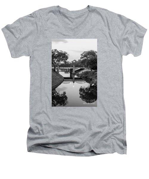 Delaware Creek At Dawn Men's V-Neck T-Shirt