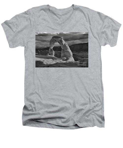 Delicate Arch Black And White Sunset Shadow Men's V-Neck T-Shirt