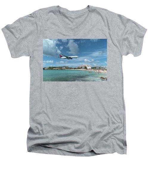 Delta 757 Landing At St. Maarten Men's V-Neck T-Shirt