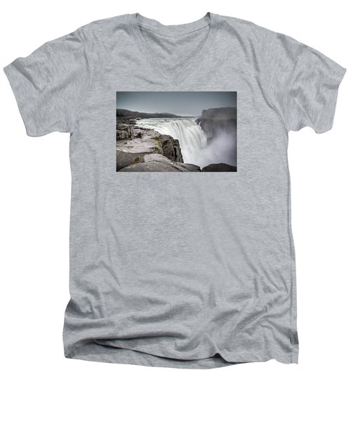 Dettifoss Men's V-Neck T-Shirt