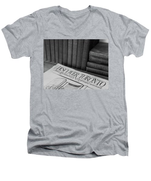 Discover Toronto Men's V-Neck T-Shirt
