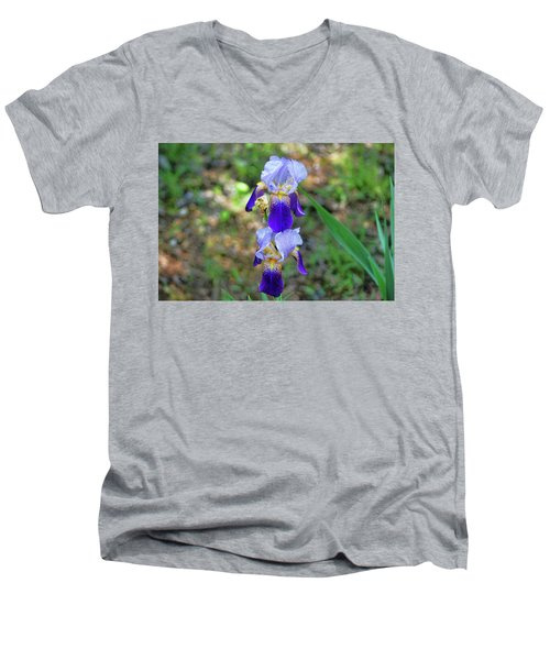 Double Iris Men's V-Neck T-Shirt