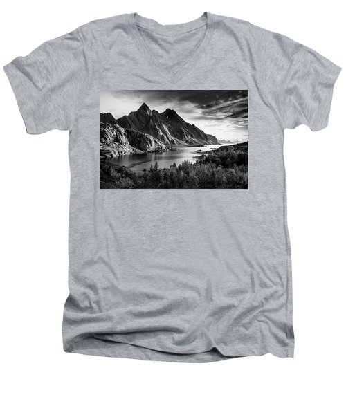 Dramatic Lofoten Men's V-Neck T-Shirt