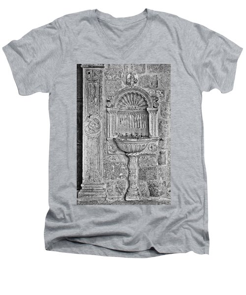 Dubrovnik Wall Art - Black And White Men's V-Neck T-Shirt
