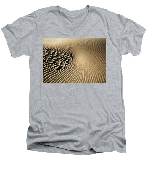 Dunes Footprints Men's V-Neck T-Shirt