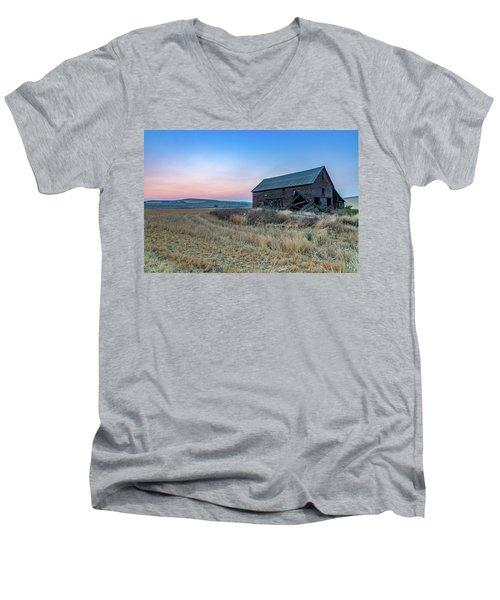 Dusk Setting On A Palouse Barn Men's V-Neck T-Shirt