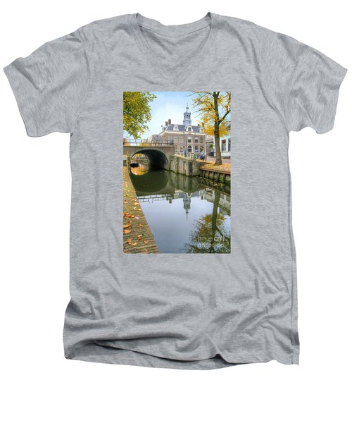 Edam Town Hall Men's V-Neck T-Shirt