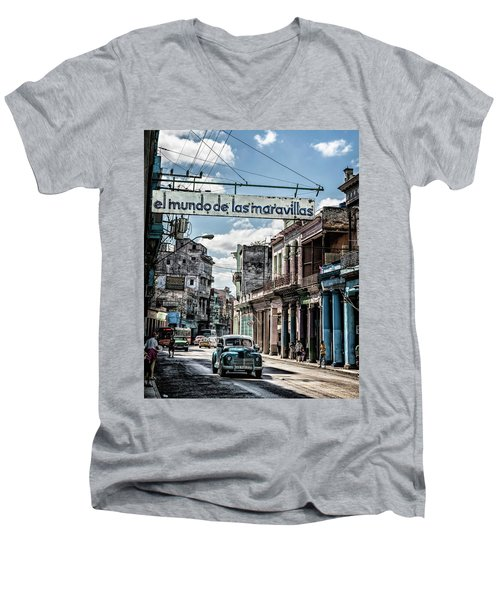 El Mundo De Las Maravillas Men's V-Neck T-Shirt