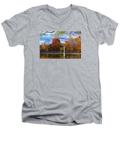 Falls Park Pond Lighthouse Men's V-Neck T-Shirt