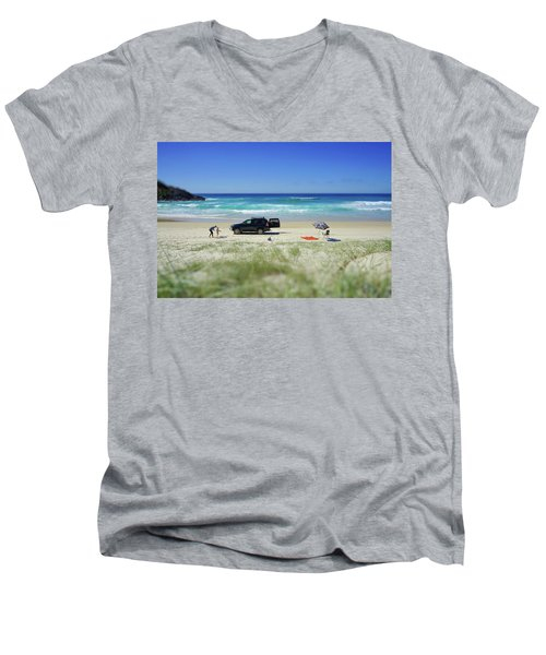 Family Day On Beach With 4wd Car  Men's V-Neck T-Shirt