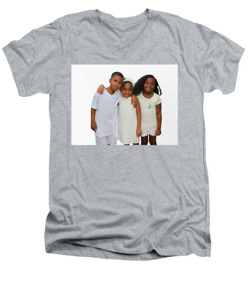 Family Love Men's V-Neck T-Shirt