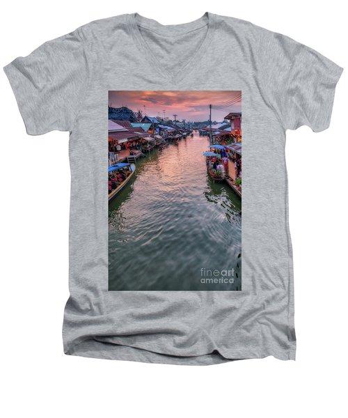 Floating Market Sunset Men's V-Neck T-Shirt