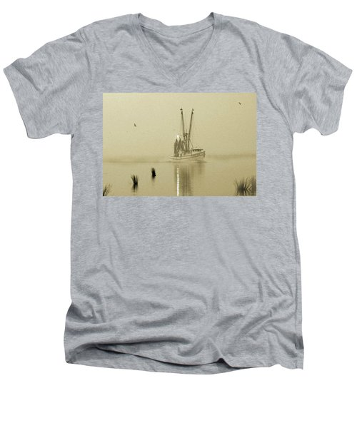 Foggy Evening Catch Men's V-Neck T-Shirt