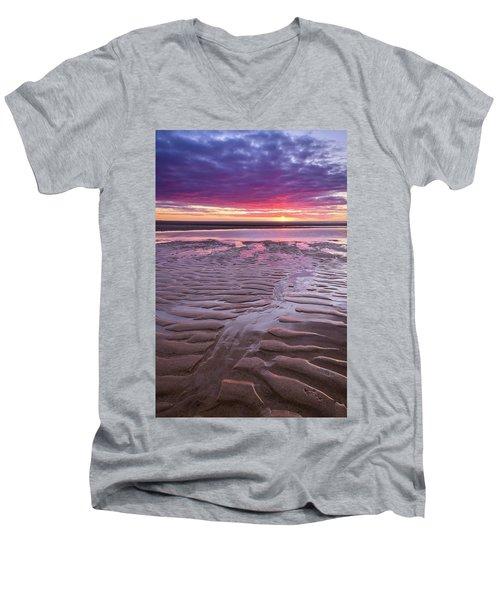 Folds In The Sand - Vertical Men's V-Neck T-Shirt