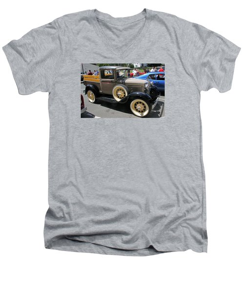 Ford Pick Up 1930 Men's V-Neck T-Shirt