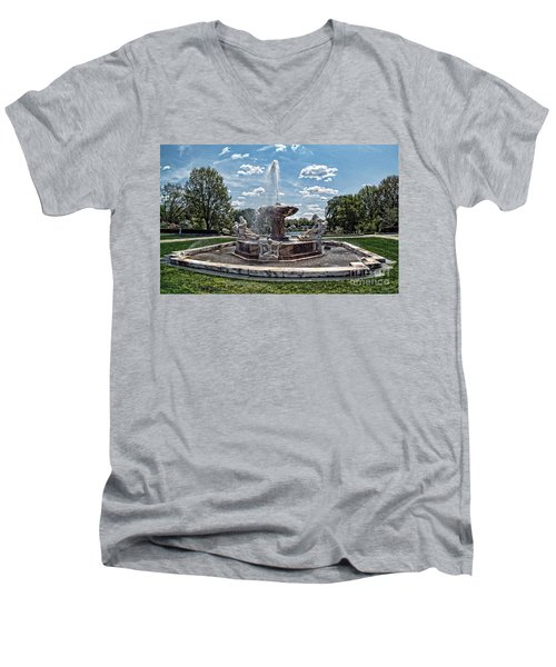 Fountain - Cleveland Museum Of Art Men's V-Neck T-Shirt