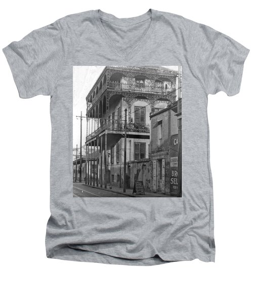 Dauphine St Residence Men's V-Neck T-Shirt