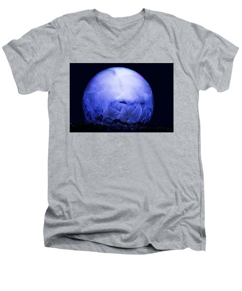Frozen Bubble Art Blue Men's V-Neck T-Shirt