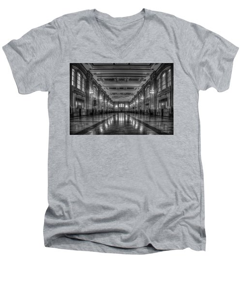 Frozen In Time B W Union Station Kansas City Missouri Art Men's V-Neck T-Shirt
